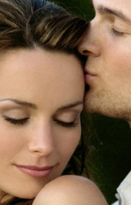 man-kiss-girl-forehead